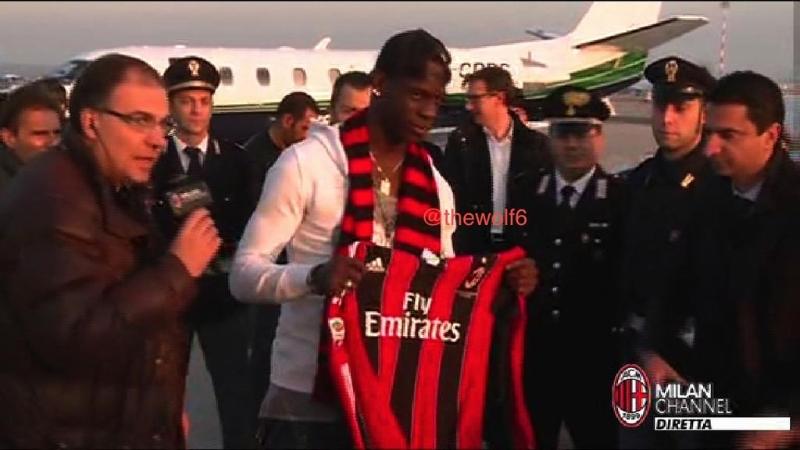 Balotelli s'en prend à un journaliste thumbnail