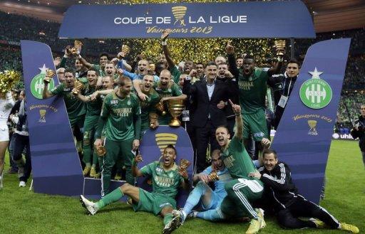 Coupe de la ligue saint etienne repart avec un troph e et un ch que - La finale de la coupe de la ligue ...
