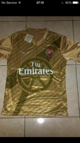 Maillot ext rieur d 39 arsenal saison 2014 2015 de puma en photo for Arsenal maillot exterieur 2013