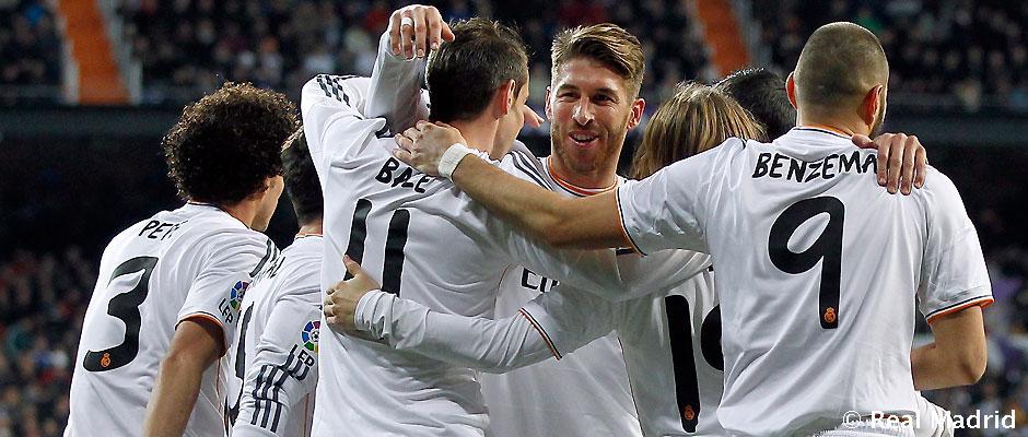 Le Real Madrid opte aussi pour une photo d'équipe soudée pour illustrer son article sur le clasico de ce soir