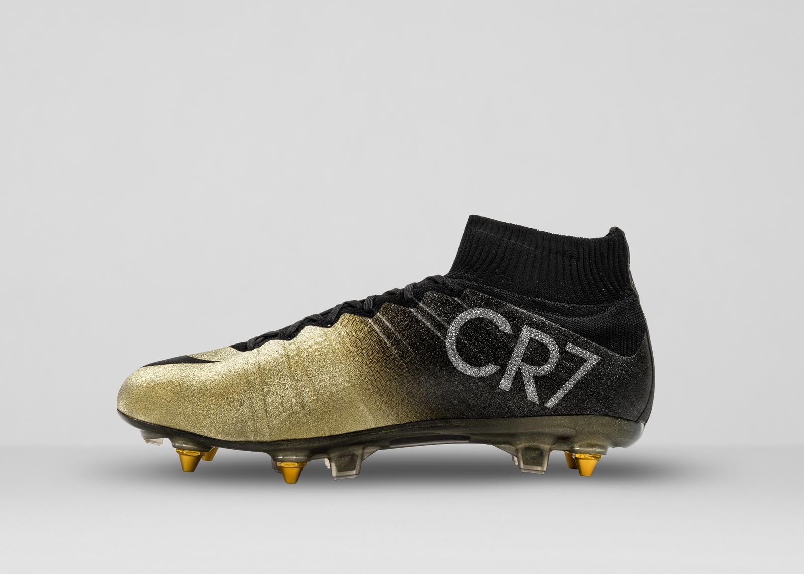 9b1f098bd16 chaussures de cristiano ronaldo mercurial2 - Football sports - le ...